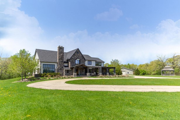 Contemporary, 2 Story - Whitewater, WI (photo 1)