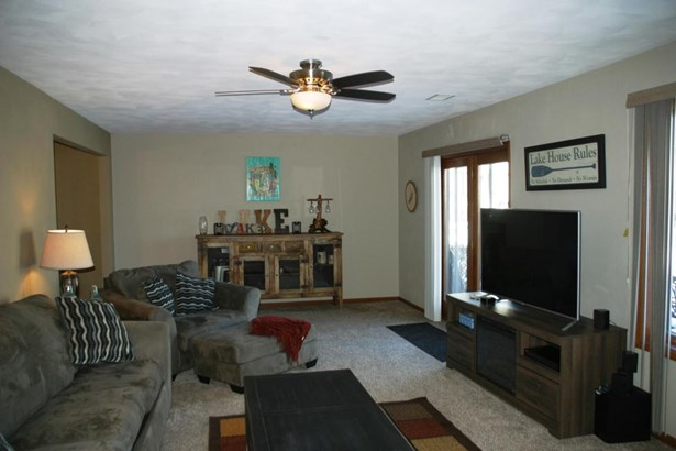 Water Access/Rights, 2 Story - Delavan, WI (photo 1)