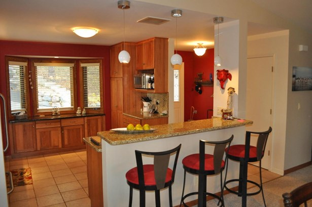 Contemporary, 2 Story - Elkhorn, WI (photo 5)