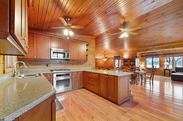 Ranch, 1 Story,Exposed Basement - Whitewater, WI