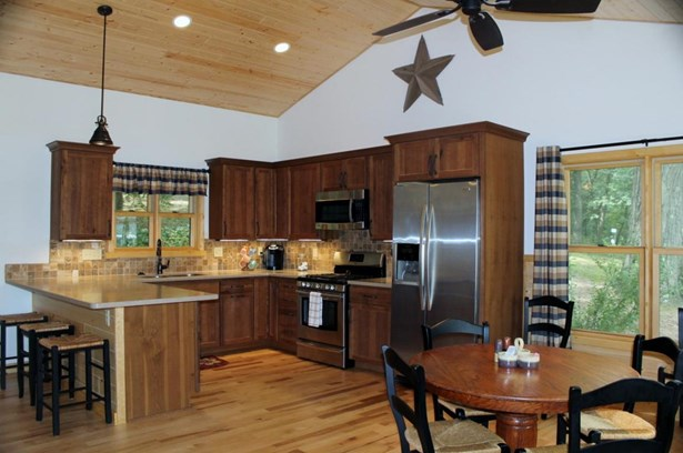 1 Story, Ranch - Elkhorn, WI (photo 4)