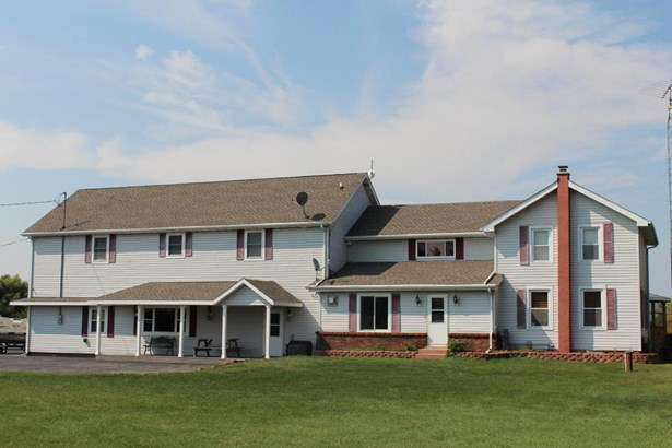 Colonial,Farm House, 2 Story - Whitewater, WI (photo 1)
