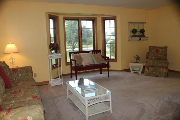 Exposed Basement,Multi-Level, Colonial - Whitewater, WI (photo 3)
