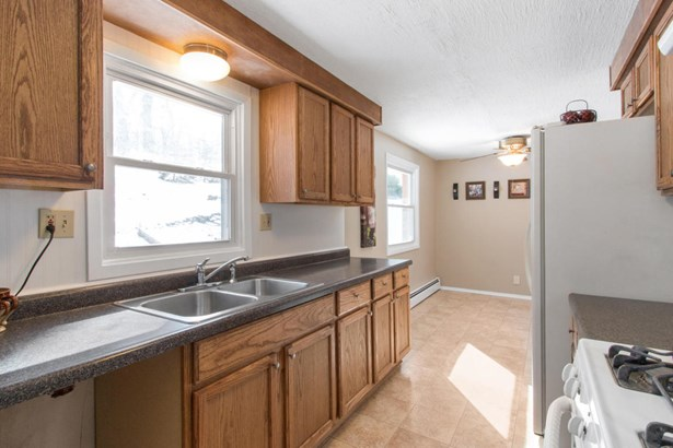 Exposed Basement,Multi-Level, Contemporary - Twin Lakes, WI (photo 4)
