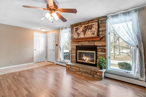 Exposed Basement,Multi-Level, Contemporary - Twin Lakes, WI (photo 5)