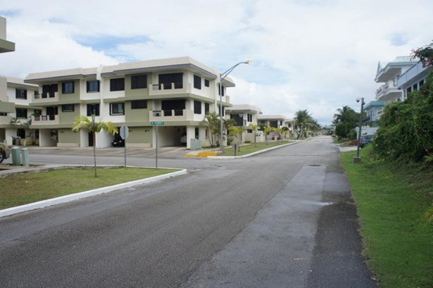 C Street (royal Gardens) , Tamuning - GUM (photo 1)