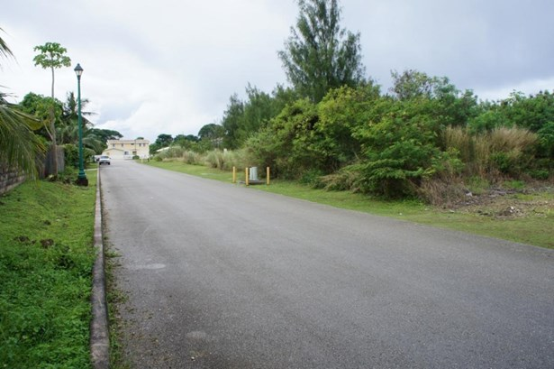 C Street (royal Gardens) , Tamuning - GUM (photo 3)