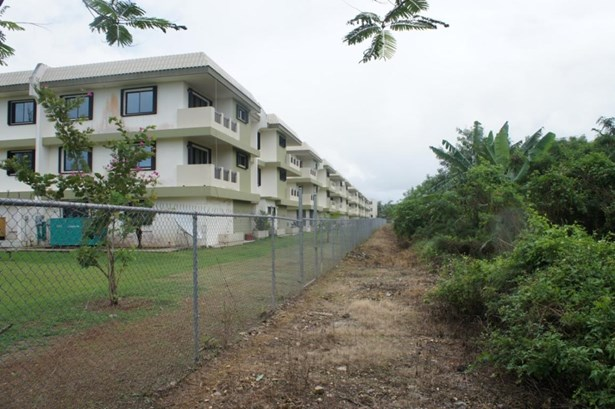 C Street (royal Gardens) , Tamuning - GUM (photo 4)