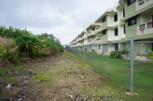 C Street (royal Gardens) , Tamuning - GUM (photo 5)