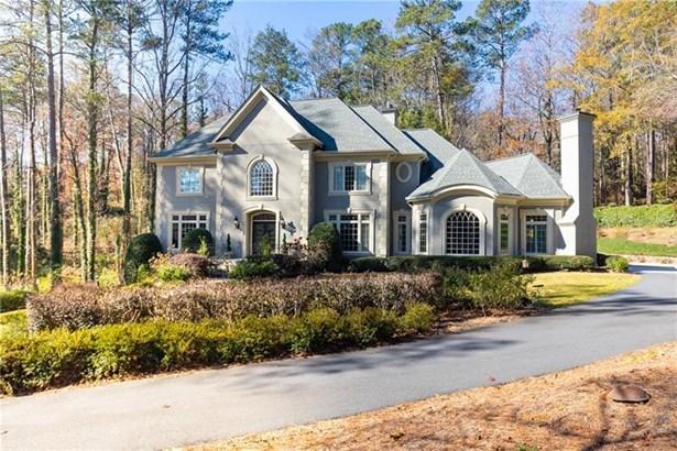Single Family Residence, Traditional - Sandy Springs, GA