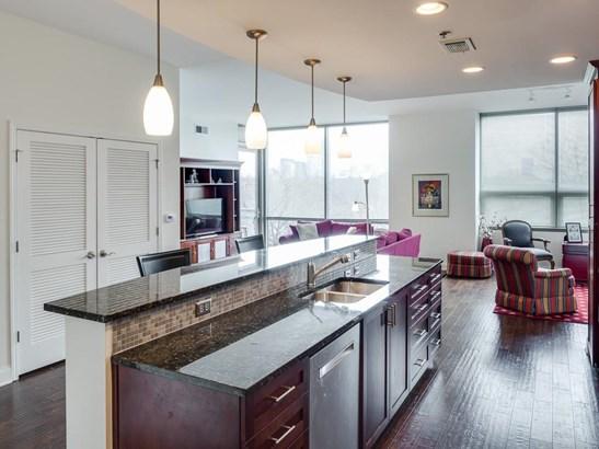 Condominium - Contemporary/Modern,High Rise (6 or more stories) (photo 2)