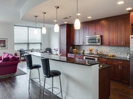 Condominium - Contemporary/Modern,High Rise (6 or more stories) (photo 5)