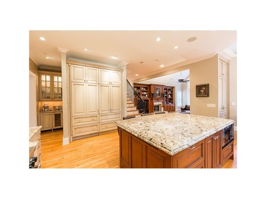 European,Traditional, Residential Detached - Sandy Springs, GA (photo 4)