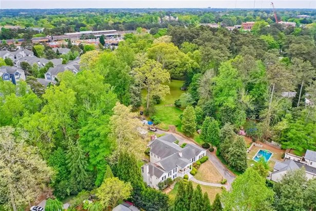 Single Family Residence, Traditional - Brookhaven, GA