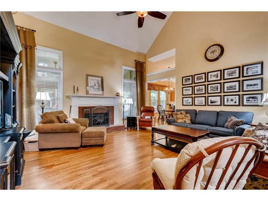 Residential Detached, Traditional - Powder Springs, GA (photo 4)