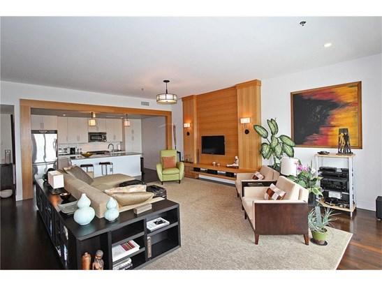 Contemporary/Modern,High Rise (6 or more stories) - Built As Condominium (photo 1)