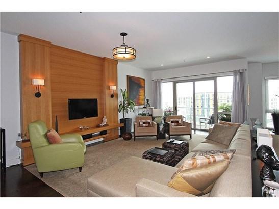 Contemporary/Modern,High Rise (6 or more stories) - Built As Condominium (photo 2)