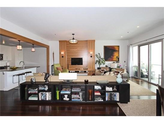 Contemporary/Modern,High Rise (6 or more stories) - Built As Condominium (photo 4)
