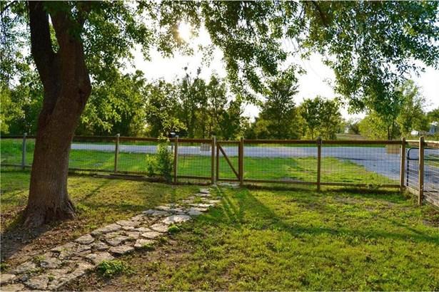372 Old Lockhart Rd, Lockhart, TX - USA (photo 4)