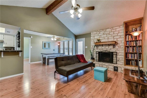 2102 Meadow Brook Dr, Round Rock, TX - USA (photo 3)
