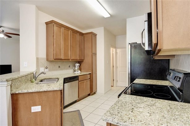 2410 Great Oaks Dr  503, Round Rock, TX - USA (photo 3)