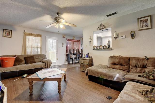 1306 Cool Shadow Dr, Del Valle, TX - USA (photo 2)