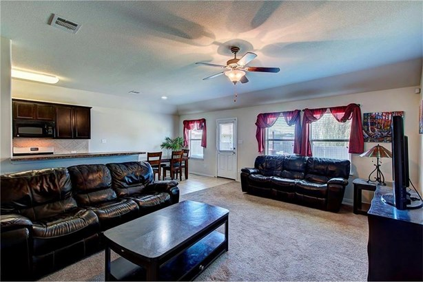 18305 Windtree Ln, Elgin, TX - USA (photo 4)