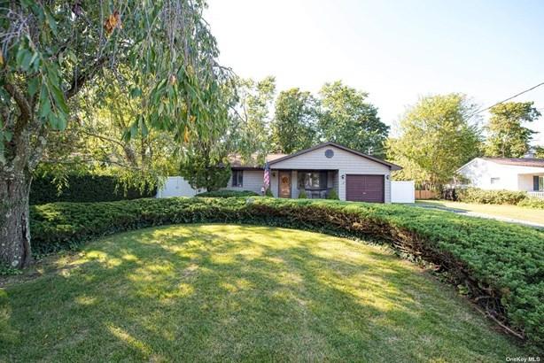Single Family Residence, Ranch - Bay Shore, NY