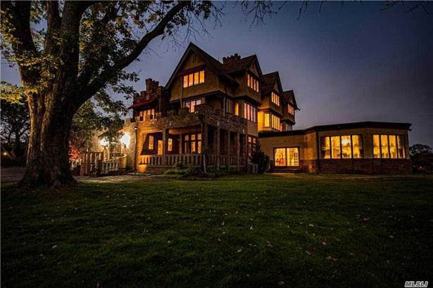 Tudor, Single Family Residence - Bay Shore, NY