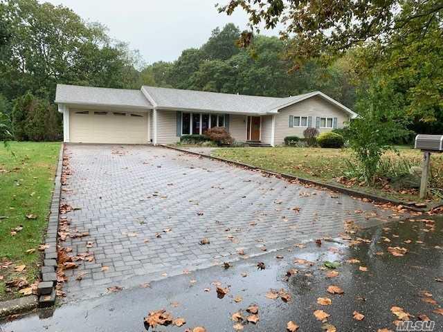 Exp Ranch, Single Family Residence - Dix Hills, NY