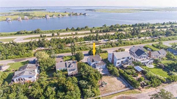 Single Family Residence, Colonial - Oak Beach, NY