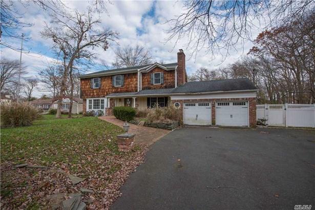 Single Family Residence, Colonial - East Islip, NY