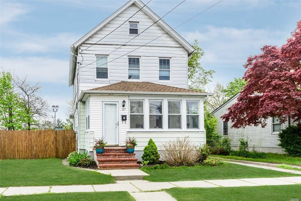 Residential, Colonial - Lindenhurst, NY