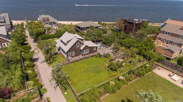 Residential, 2 Story - Seaview, NY