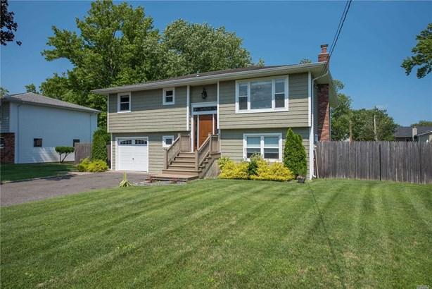Single Family Residence, Hi Ranch - Oakdale, NY