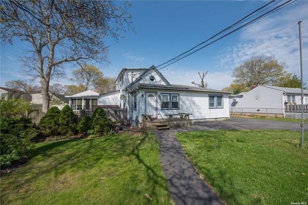 Single Family Residence, Cape - Copiague, NY