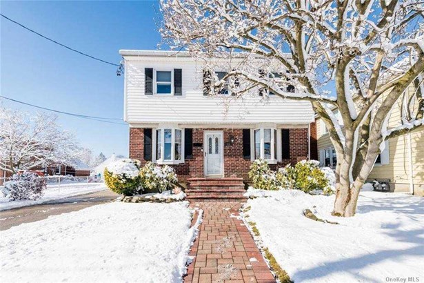 Single Family Residence, Colonial - West Islip, NY