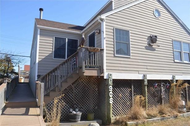 Single Family Residence, Colonial - Ocean Beach, NY