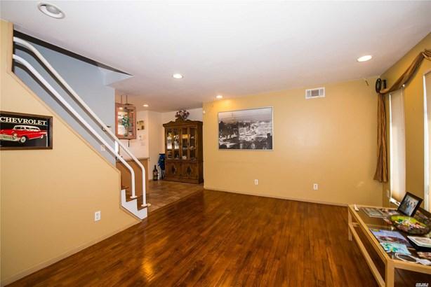 Residential, Exp Cape - Lindenhurst, NY (photo 3)