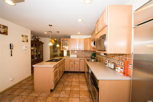 Residential, Exp Cape - Lindenhurst, NY (photo 4)
