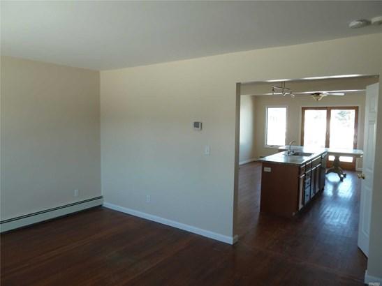 Rental Home, Split - Copiague, NY (photo 4)