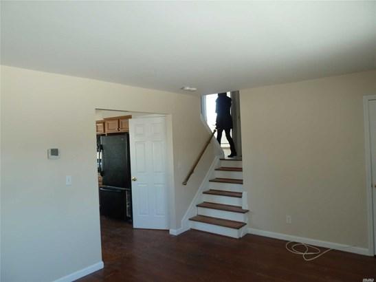 Rental Home, Split - Copiague, NY (photo 5)