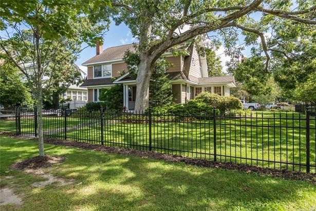 Single Family Residence, Colonial - Islip, NY