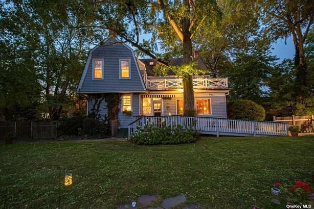 Single Family Residence, Colonial - Babylon, NY