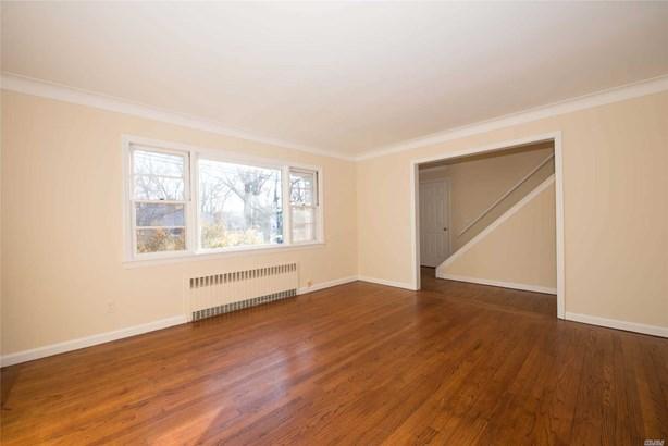 Residential, Exp Cape - East Islip, NY (photo 2)