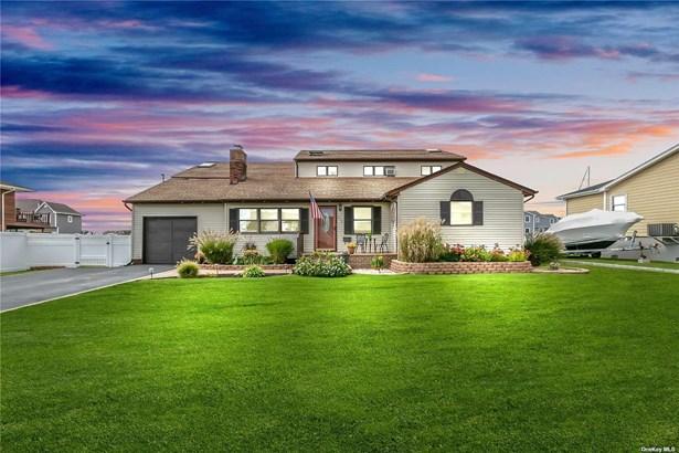 Single Family Residence, Farm Ranch - West Islip, NY