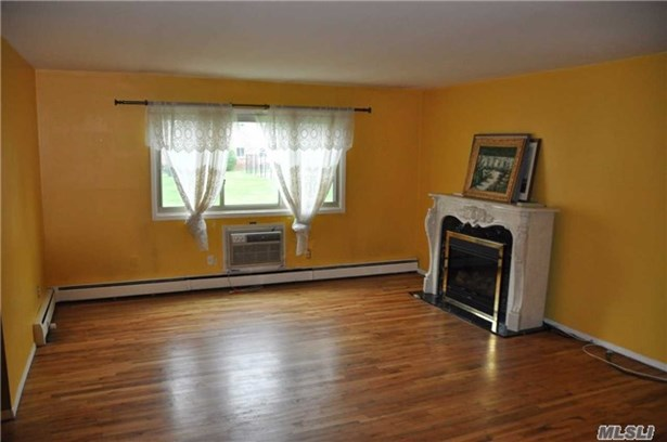 Co-Op, Residential - Islip, NY (photo 2)