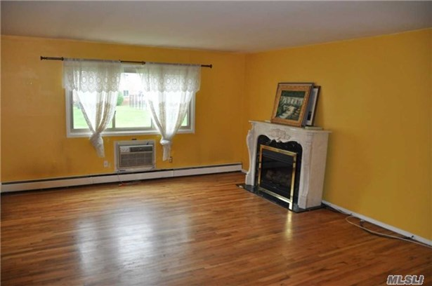 Co-Op, Residential - Islip, NY (photo 3)