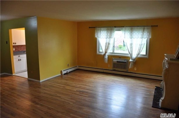 Co-Op, Residential - Islip, NY (photo 4)
