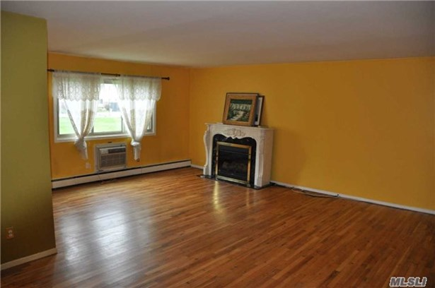 Co-Op, Residential - Islip, NY (photo 5)